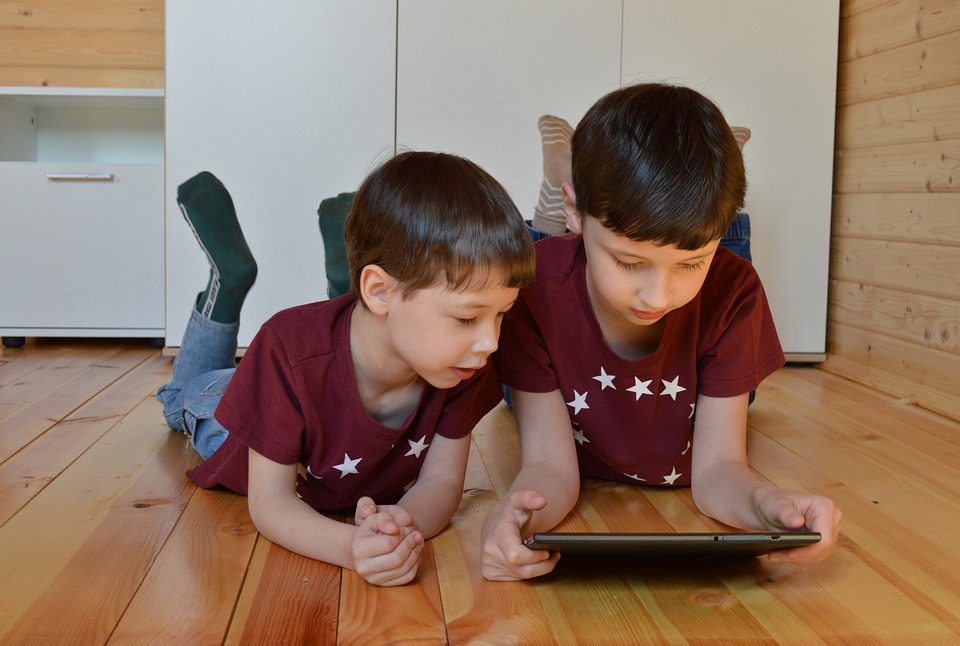 dziecko tablet smartfon aplikacje