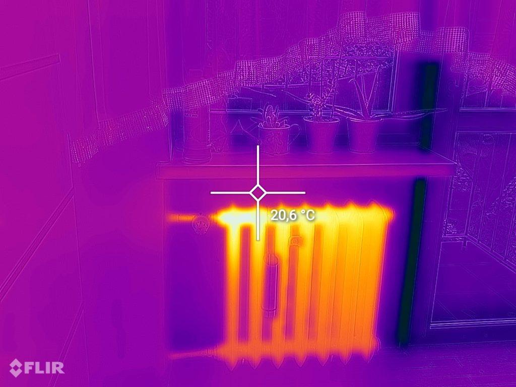 CAT S62 Pro kamera termowizyjna grzejnik