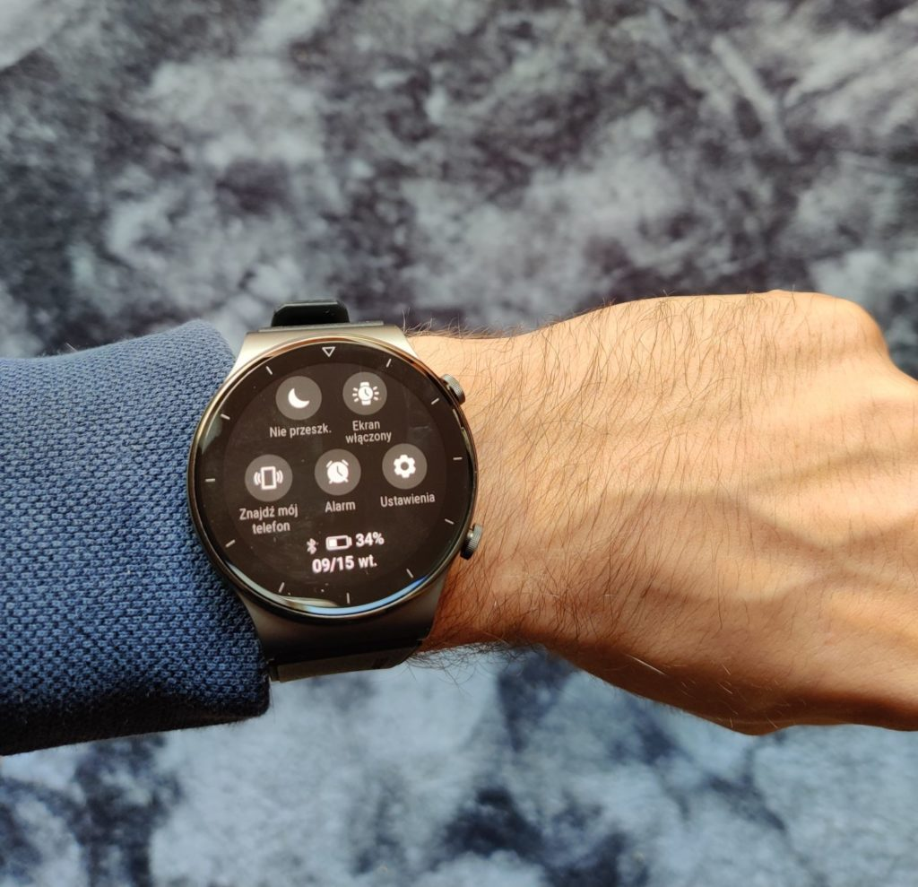 Huawei Watch GT 2 Pro na ręce panel sterowania