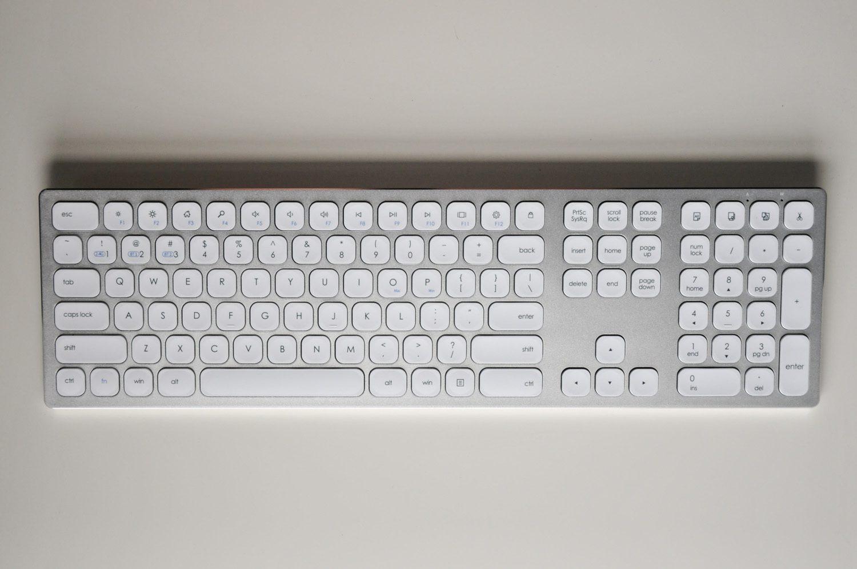 aluminiowa klawiatura bezprzewodowa