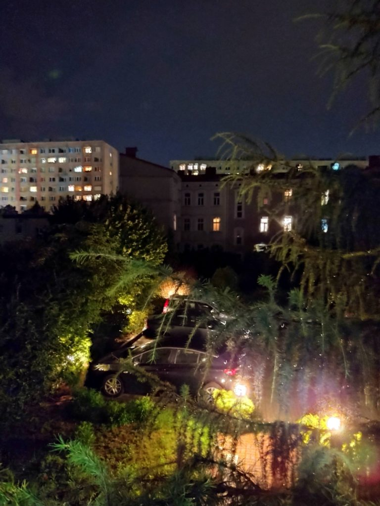 tryb nocny budynki drzewa moto g pro