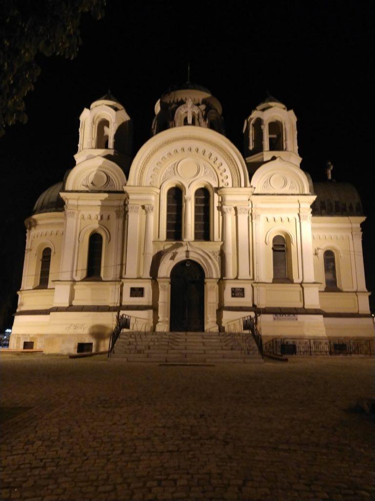 kościół nocą obiektyw 48 Mpxi htc desire 20 pro