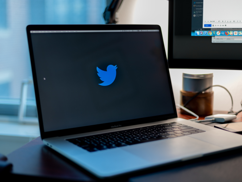 Przeczytaj, zanim prześlesz ponownie – Twitter walczy z dezinformacją