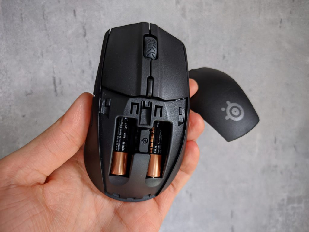 SteelSeries Rival 3 Wireless baterie i nadajnik pod klapką