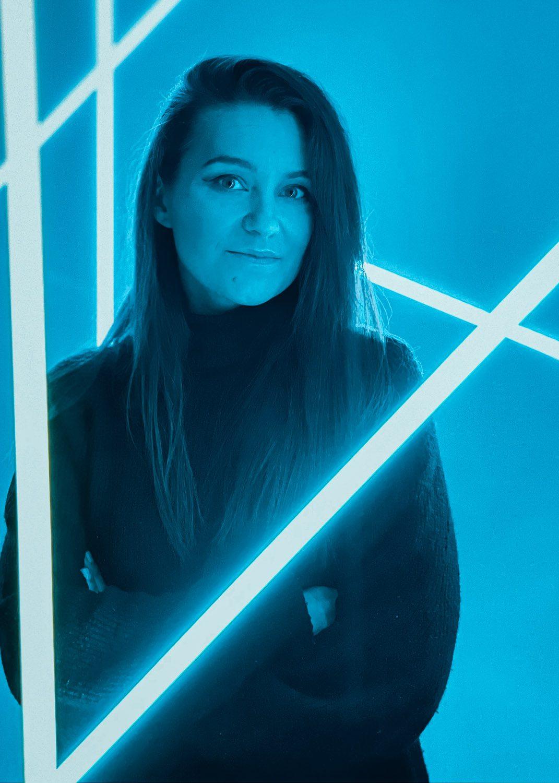 neony kobieta zdjęcie iphone 12 pro