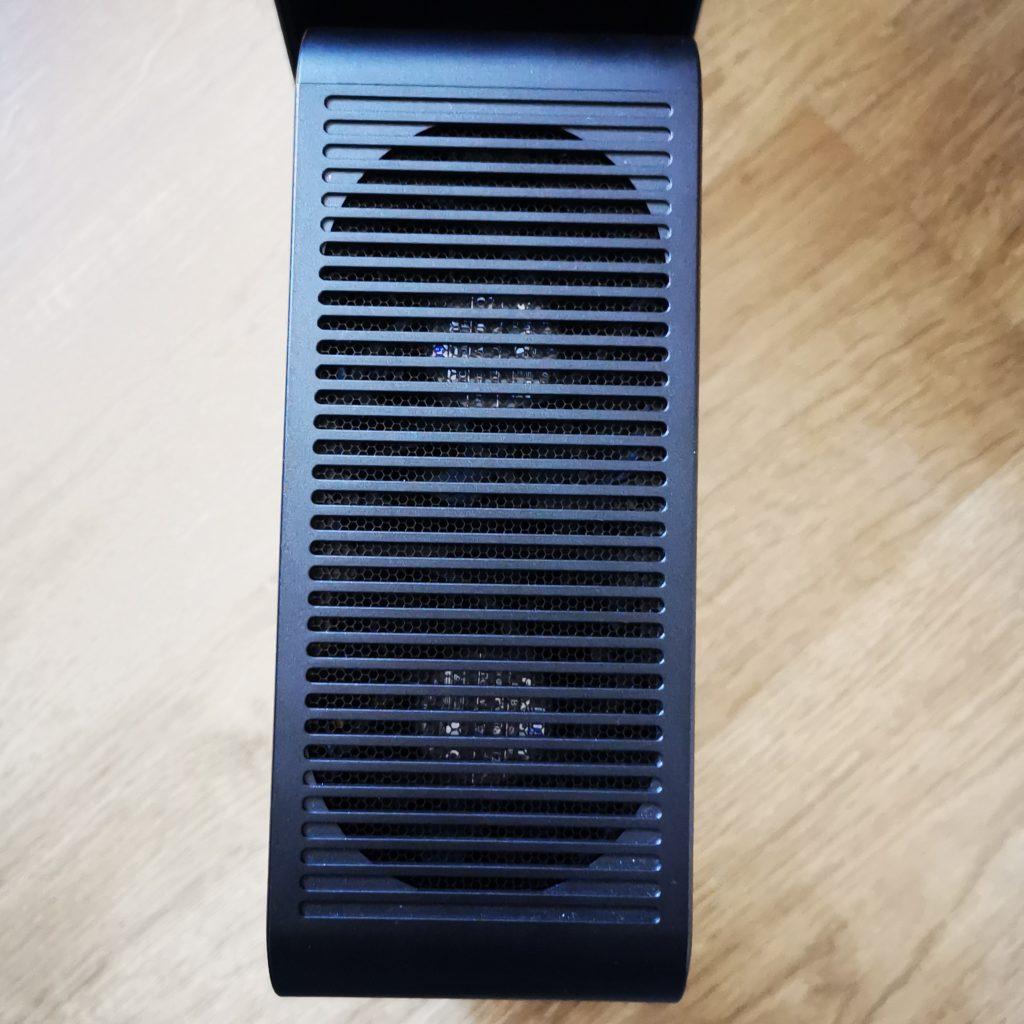 Intel NUC 9 Extreme kratka wentylacyjna