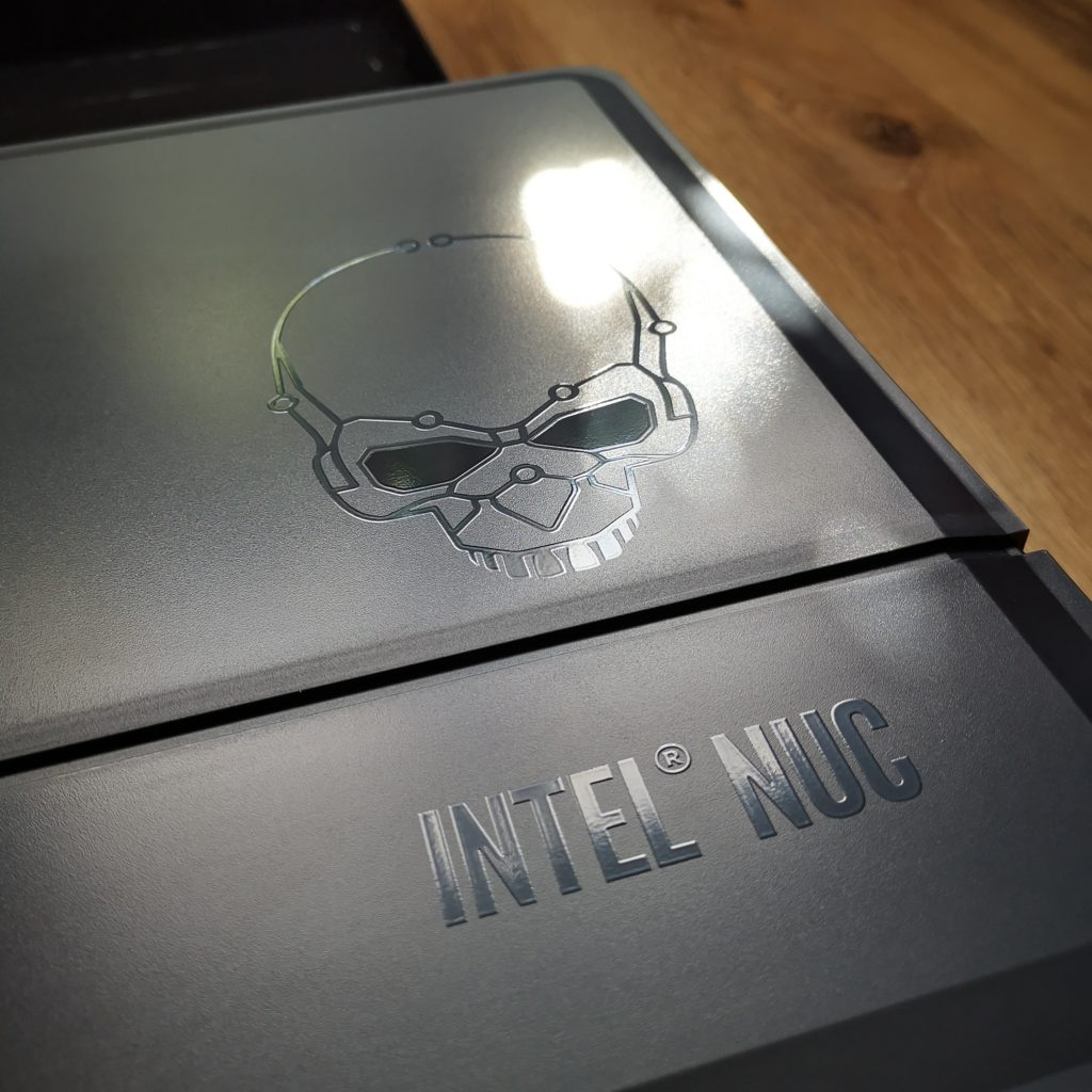 Intel NUC 9 Extreme logo serii