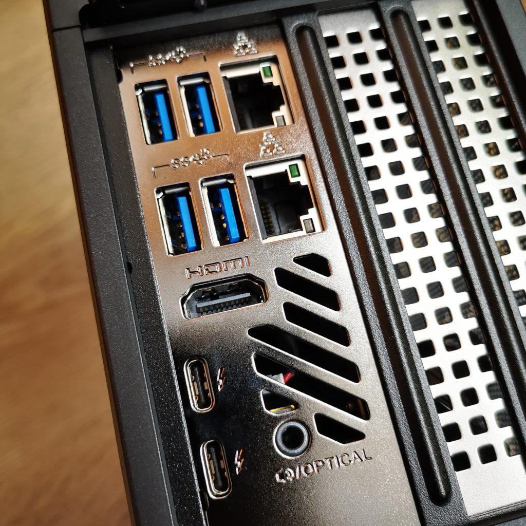 Intel NUC 9 Extreme porty w tylnym panelu