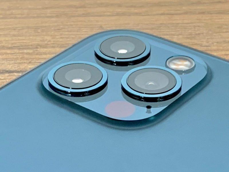 Test aparatu Apple iPhone 12 Pro vs bezlusterkowiec za 10 tysięcy złotych