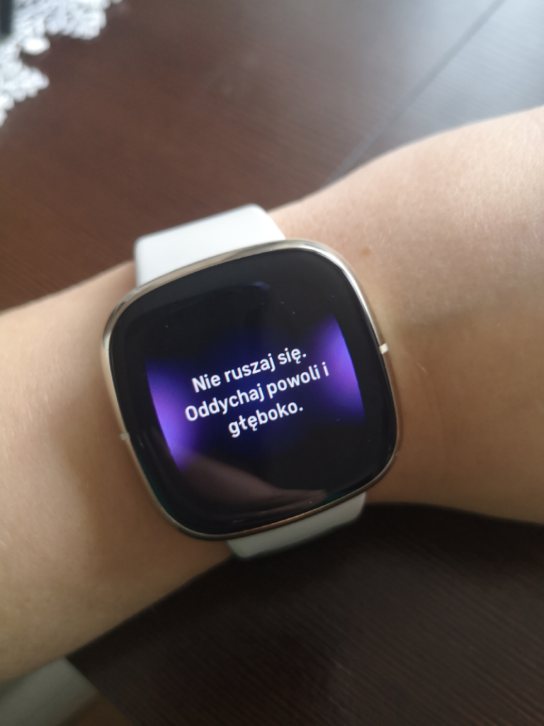 test i recenzja Fitbit Sense