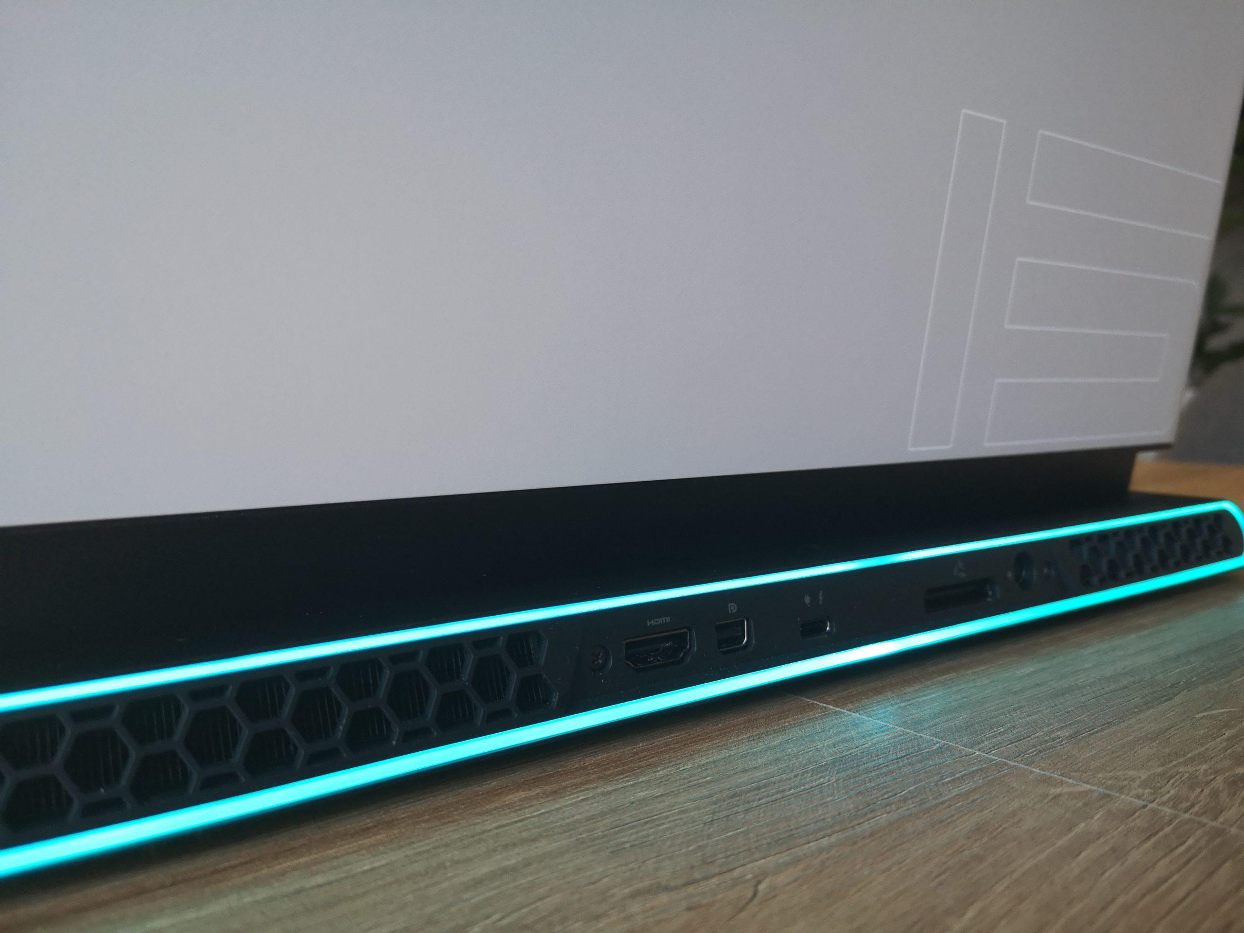 Dell Alienware m15 R3 złącza w tył