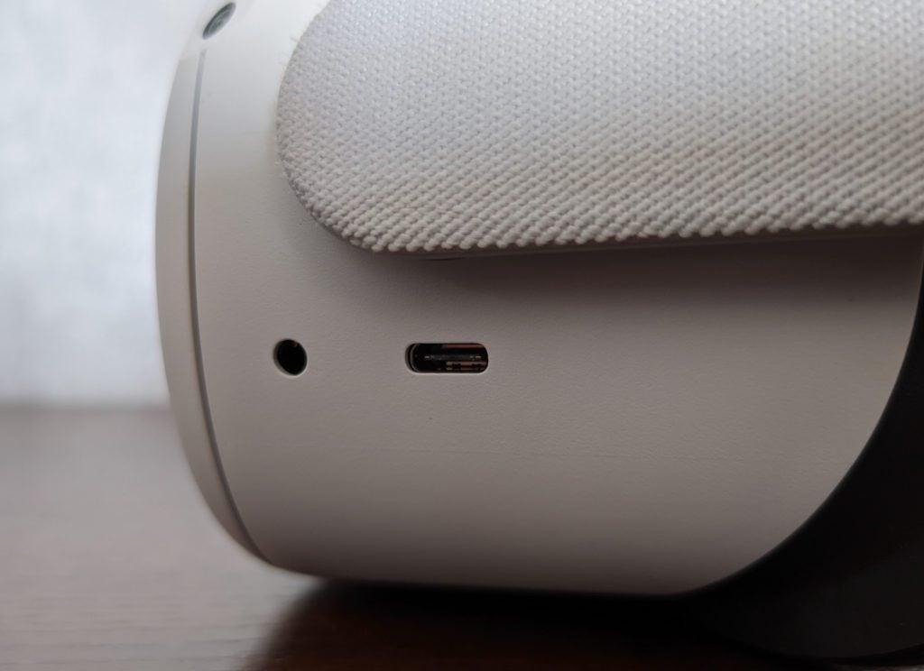 Oculus Quest 2 lewy bok USB typu C i mini jack