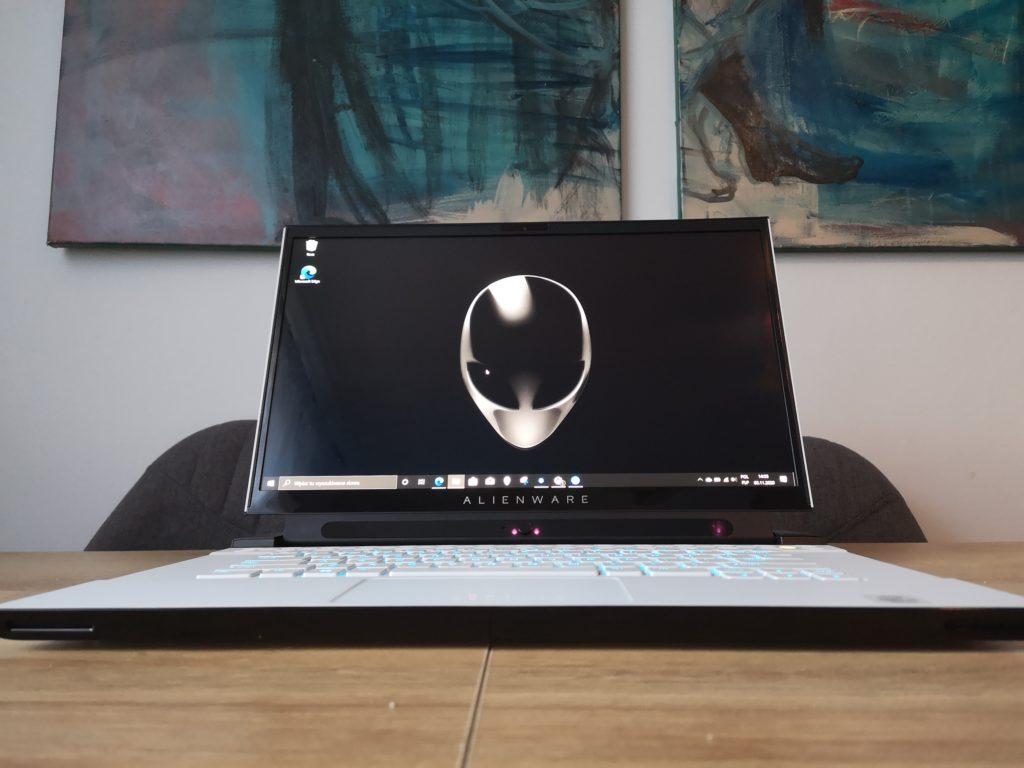 Dell Alienware m15 R3 front