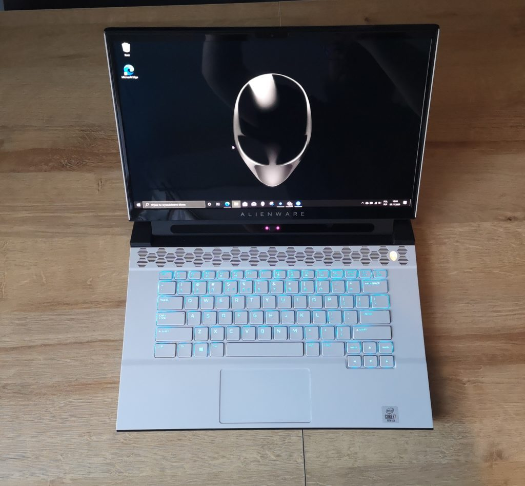 Dell Alienware m15 R3 rzut z gory