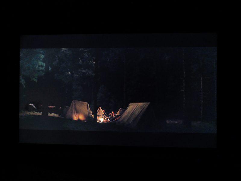 hostiles-philips-55pus9435-kadr-z-filmu-5