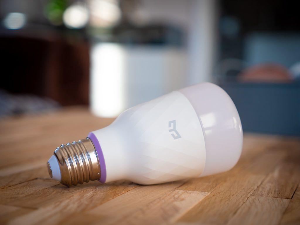inteligentne oświetlenie żarówka