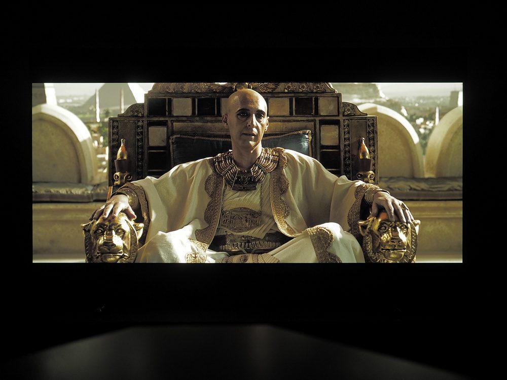 kadr-z-filmu-exodus-na-ekranie-philipsa-55oled805-1