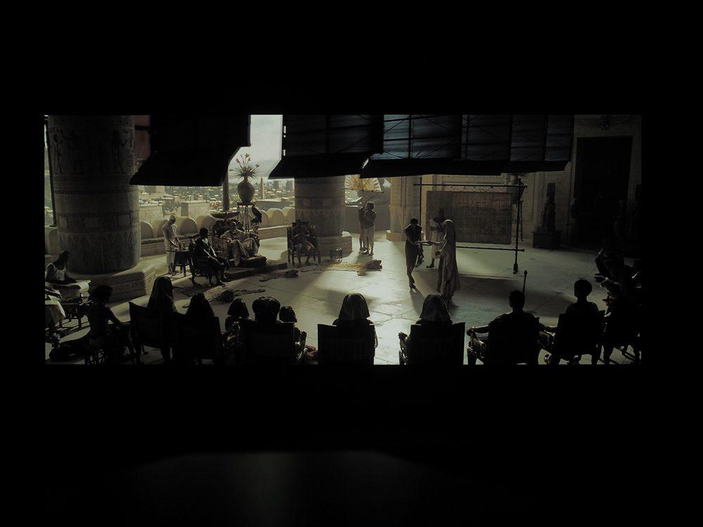 kadr-z-filmu-exodus-na-ekranie-philipsa-55oled805-2