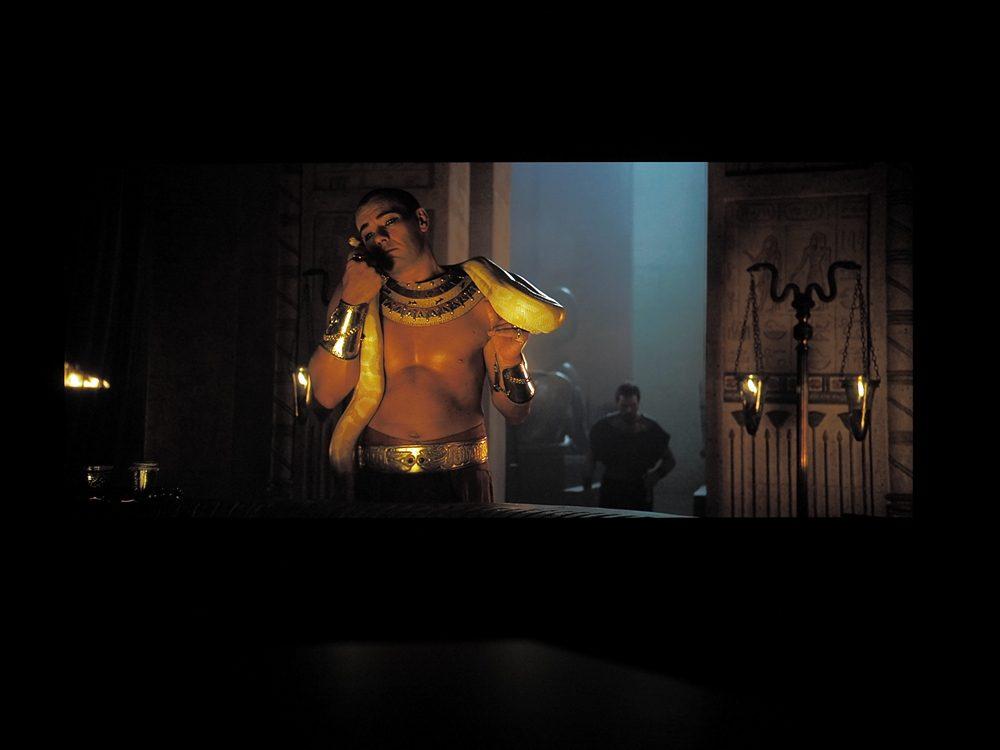 kadr-z-filmu-exodus-na-ekranie-philipsa-55oled805-4