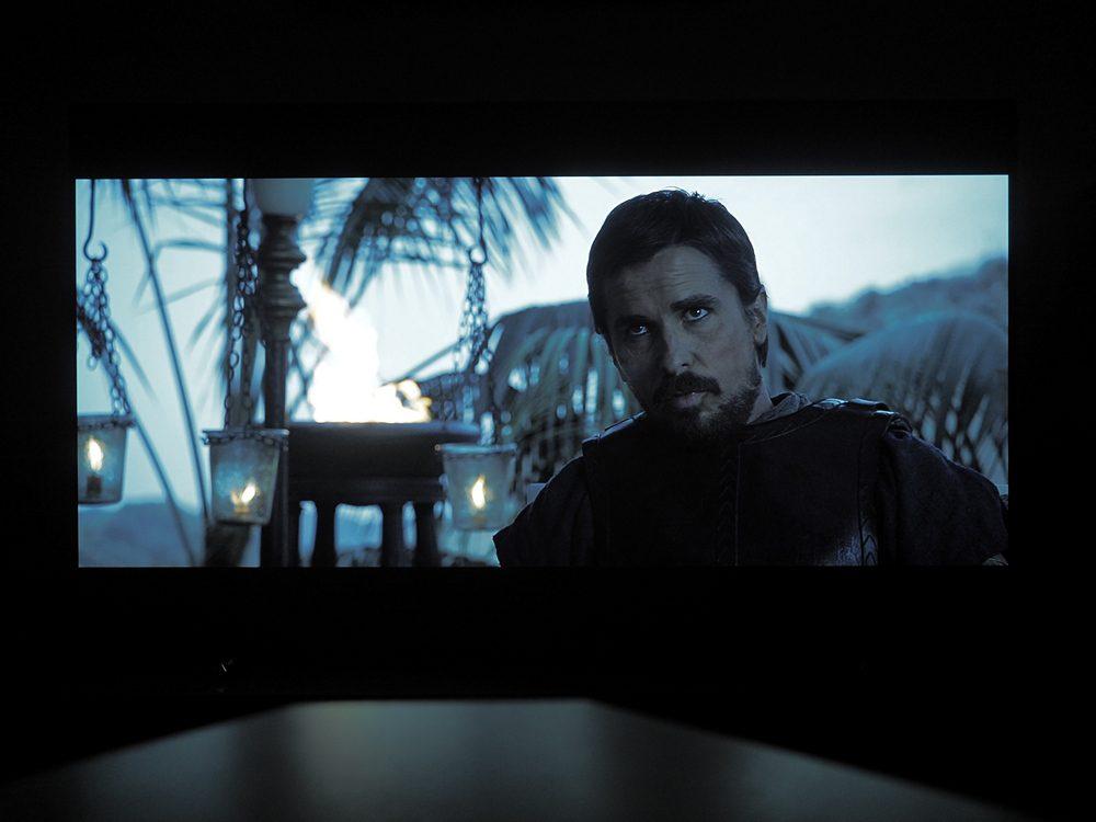 kadr-z-filmu-exodus-na-ekranie-philipsa-55oled805-7