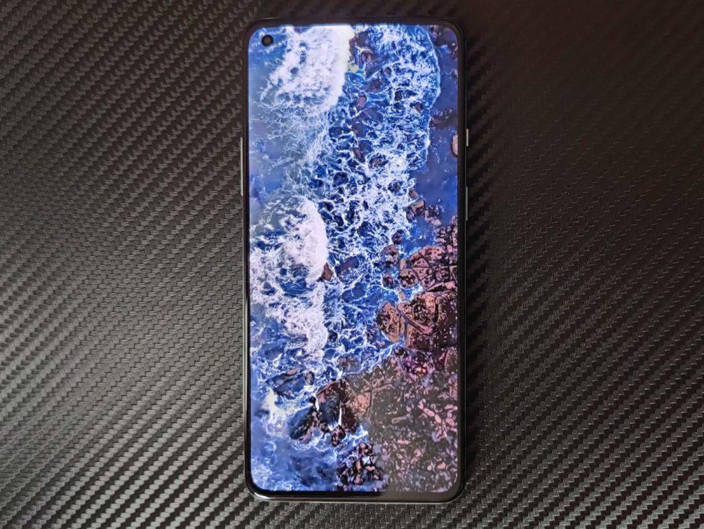 Wyświetlacz OnePlus 8T w piosnie