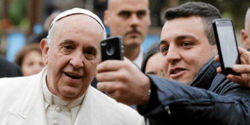 Papież Franciszek modli się w intencji rozwoju robotów i sztucznej inteligencji. Witamy w XXI wieku