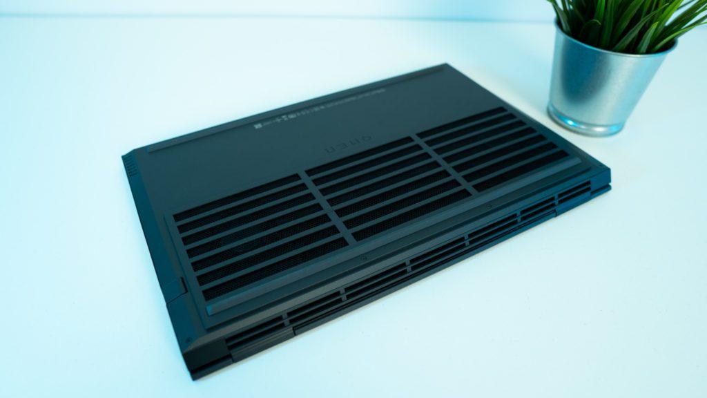 OMEN 15 od HP Ryzen 7 4800H, front, prezentacja, RTX 2060, system chłodzenie, wloty i wyloty, wentylacja, spód laptopa, klapa dolna, system wentylacji