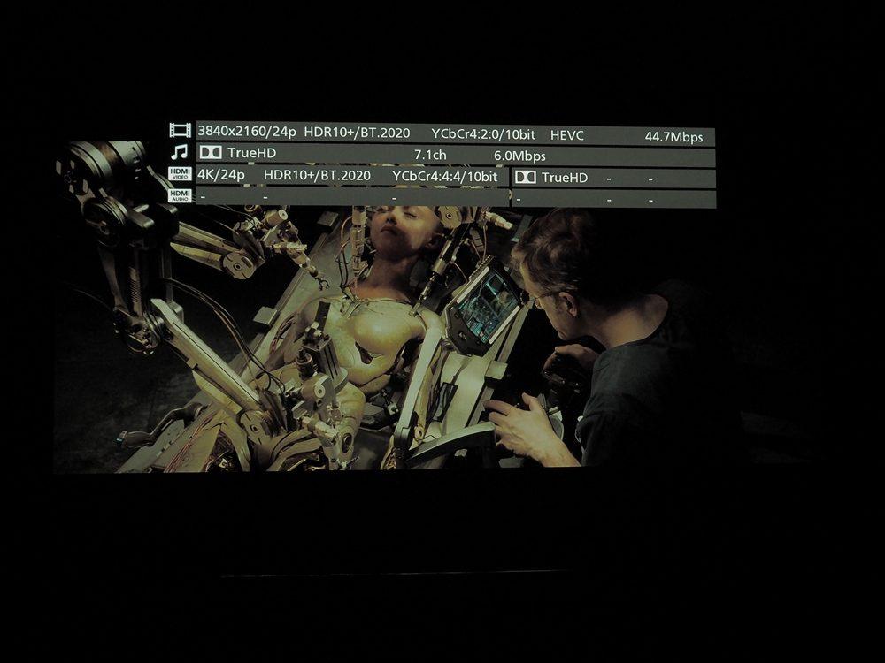 kadr z filmu alita: battle angel na ekranie philipsa 65oled855