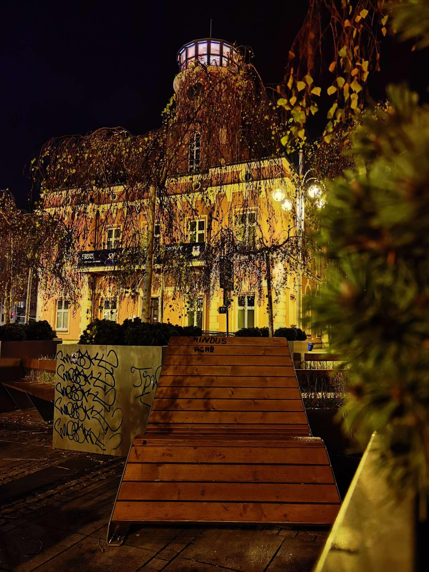 Huawei Mate 40 Pro zdjęcie nocne ratusz