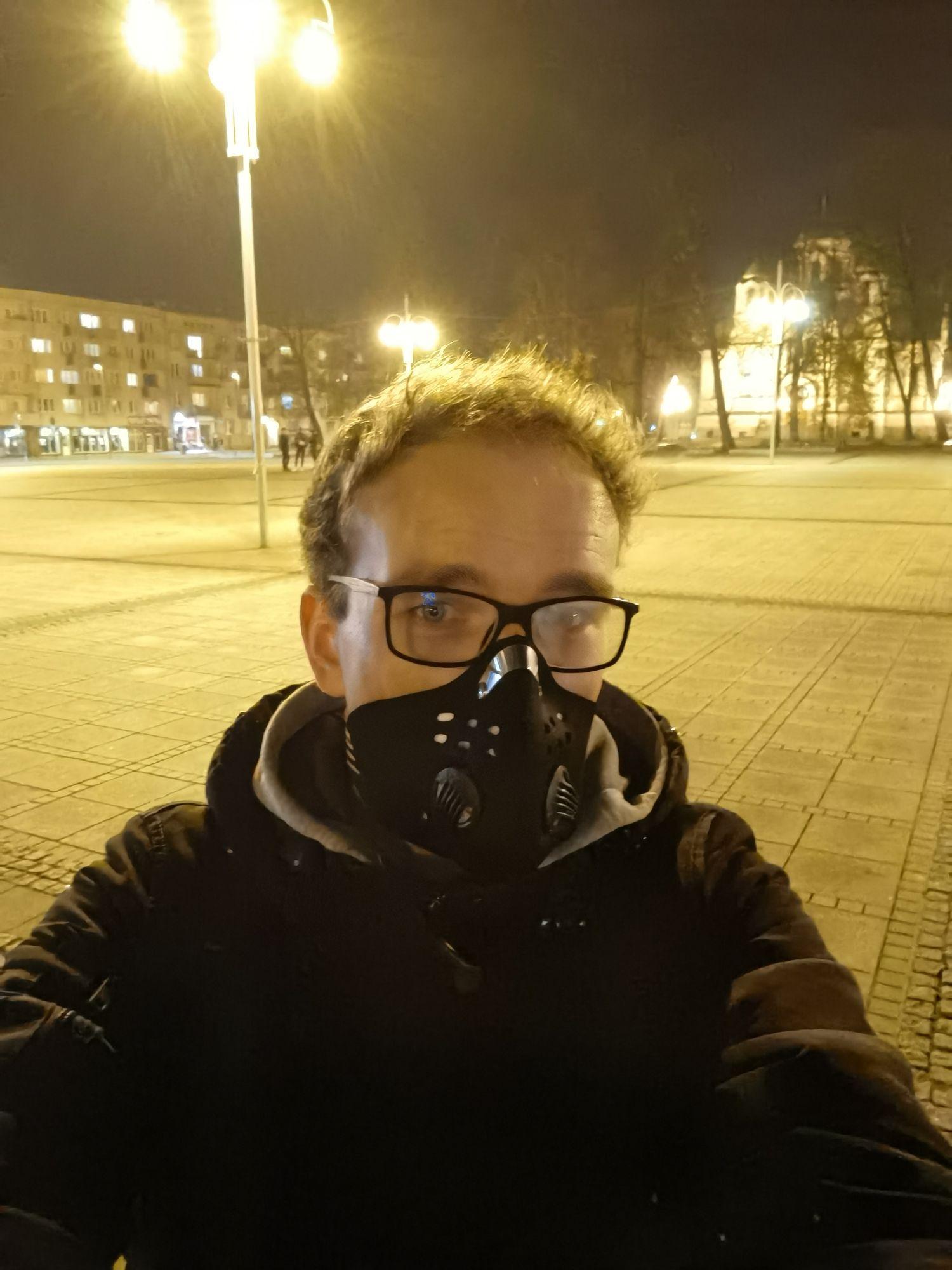 Huawei Mate 40 Pro selfie nocą bez doświetlania