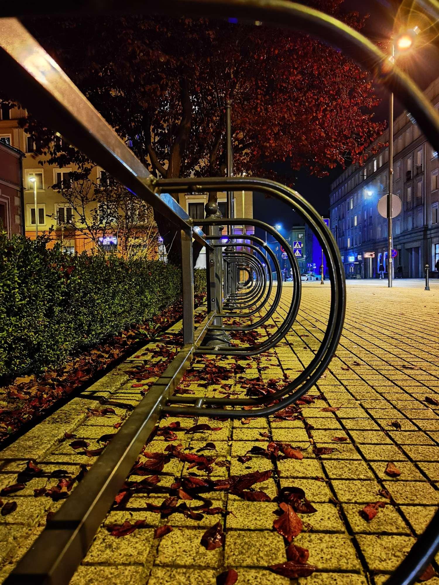 Huawei Mate 40 Pro zdjęcie nocne stojak