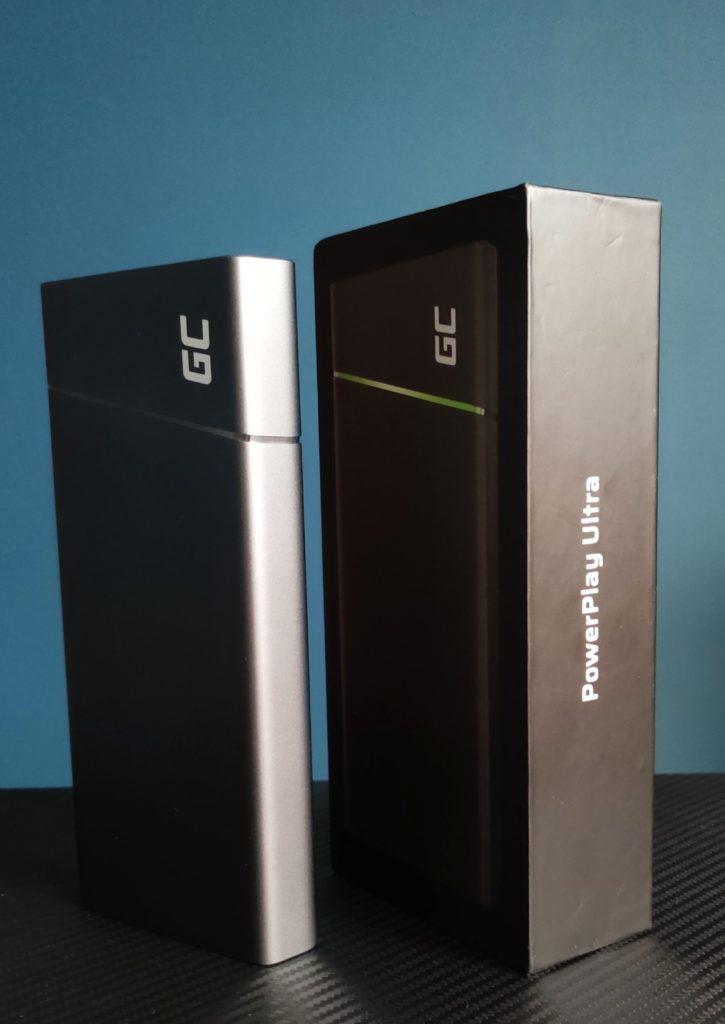 PowerPlay Ultra stoi obok pudełka