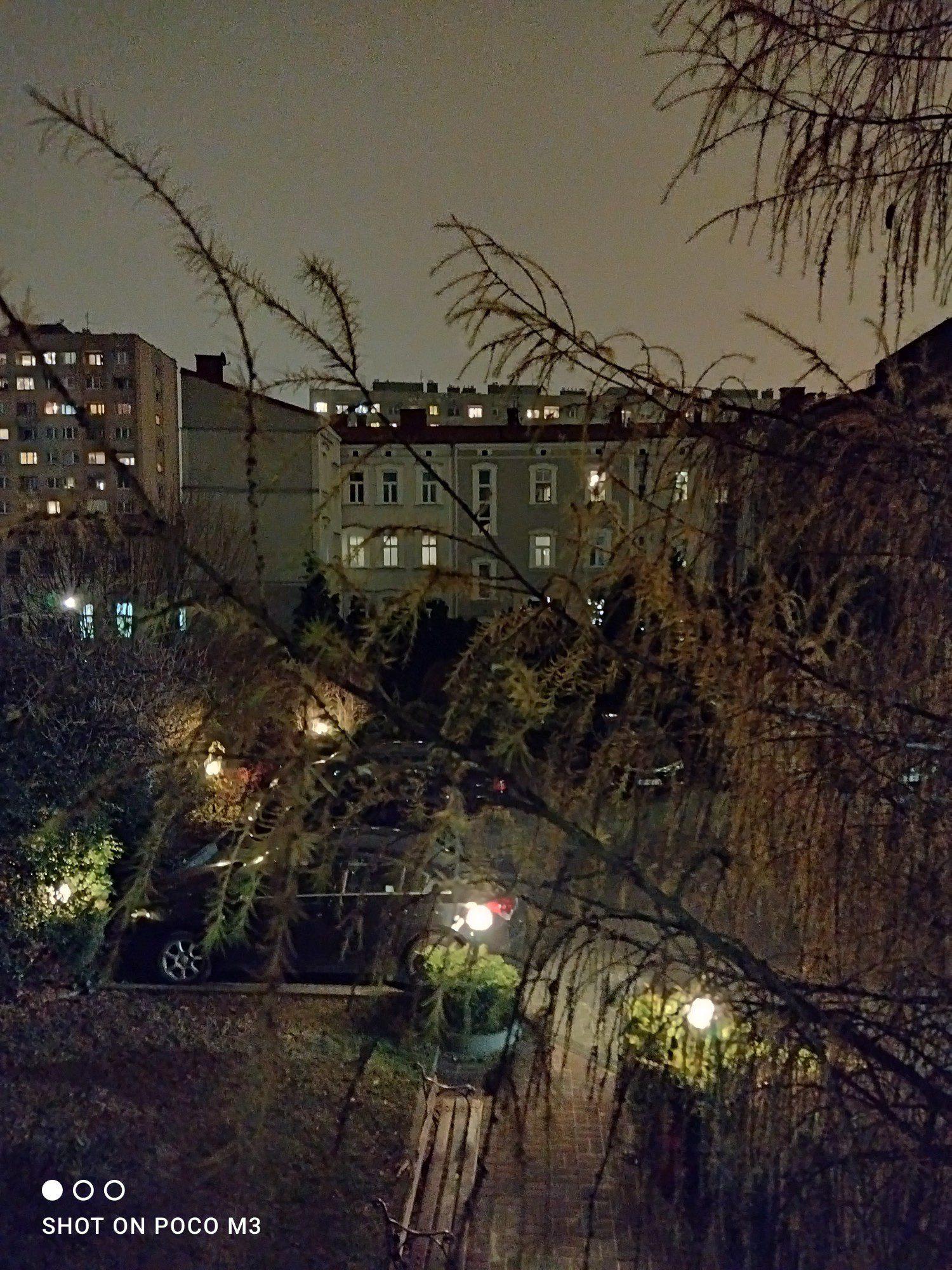 podwórko tryb nocny poco m3