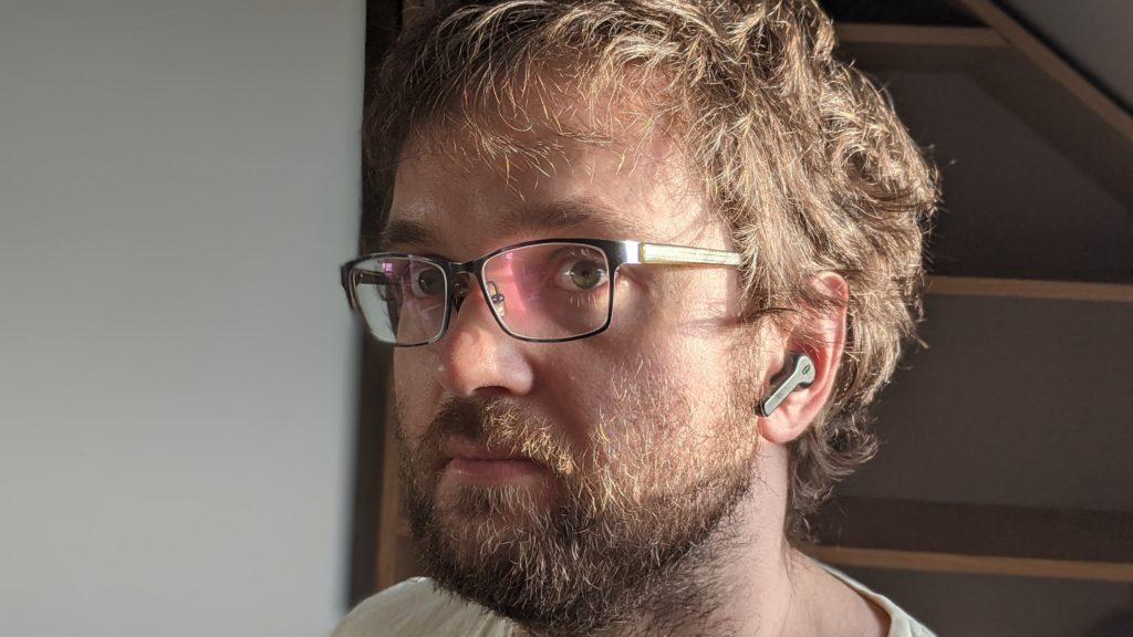 słuchawki taotronics tt-bh090 w uchu