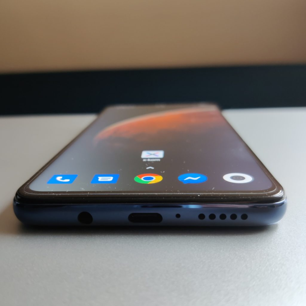 widok z dołu na Xiaomi Mi 10T Lite 5G
