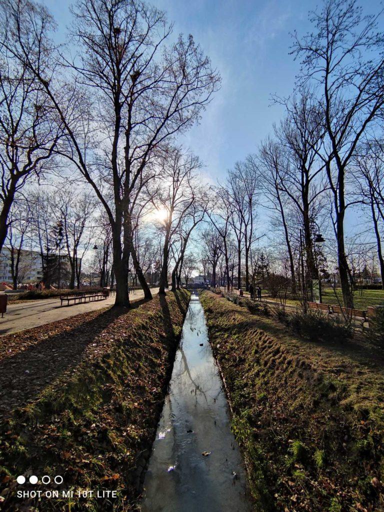 rzeka Radomka obiektyw ultraszerokokątny w Xiaomi Mi 10T Lite 5G