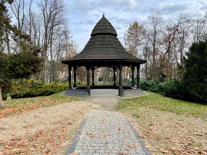 park staszica altanka zdjęcie iphone 12 pro