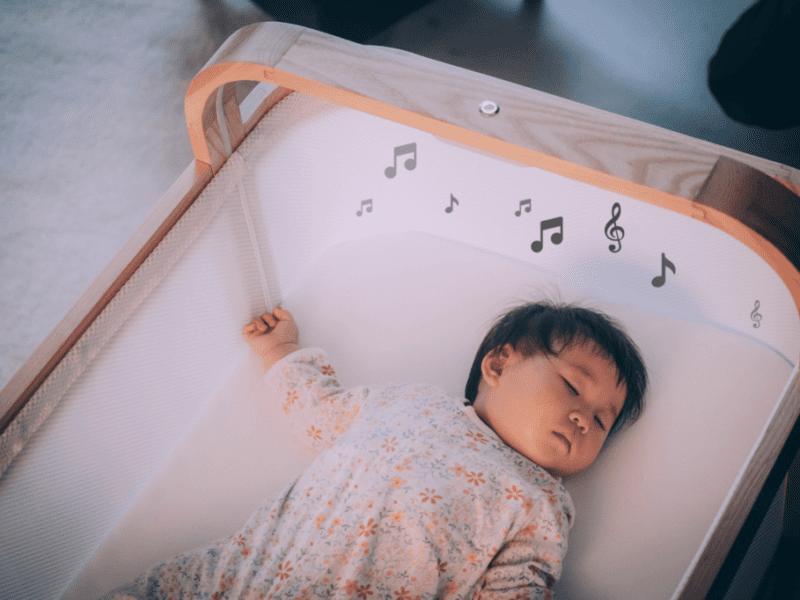 Cradlewise pokazało inteligentne łóżeczko, które skutecznie zadba o sen dziecka i … rodzica