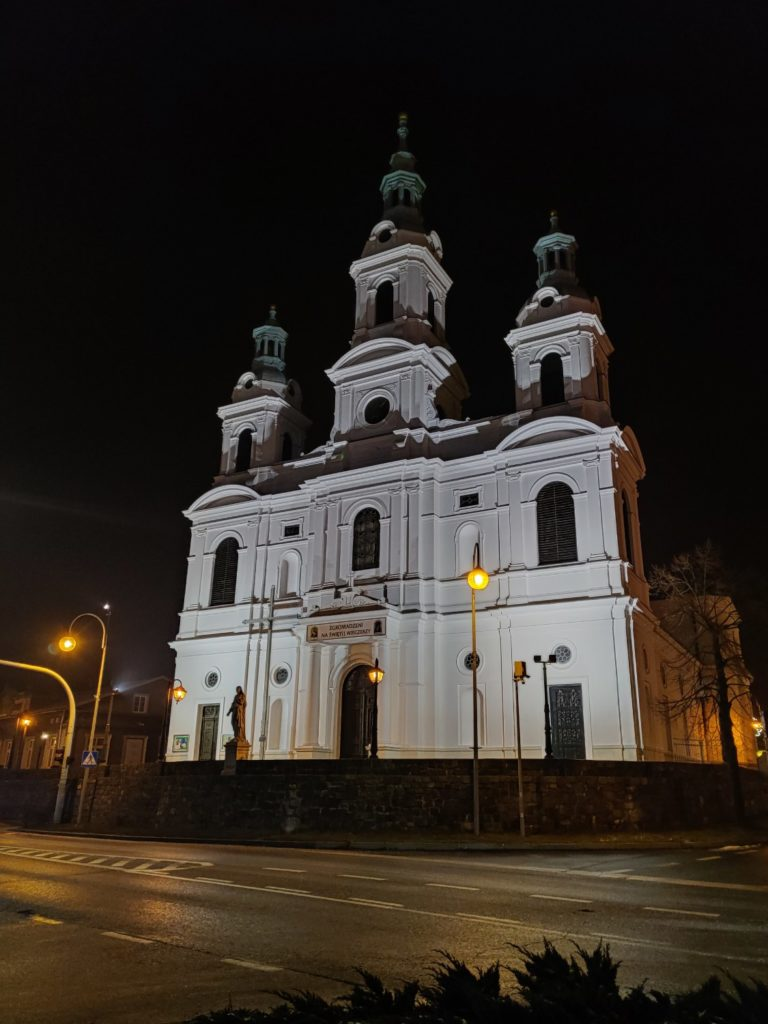OnePlus 7T Pro tryb nocny kościół