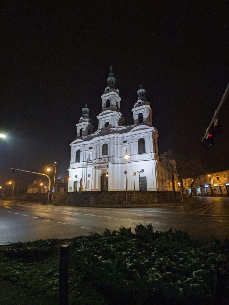 OnePlus 7T Pro tryb nocny ultraszerokokątny kościół gcam