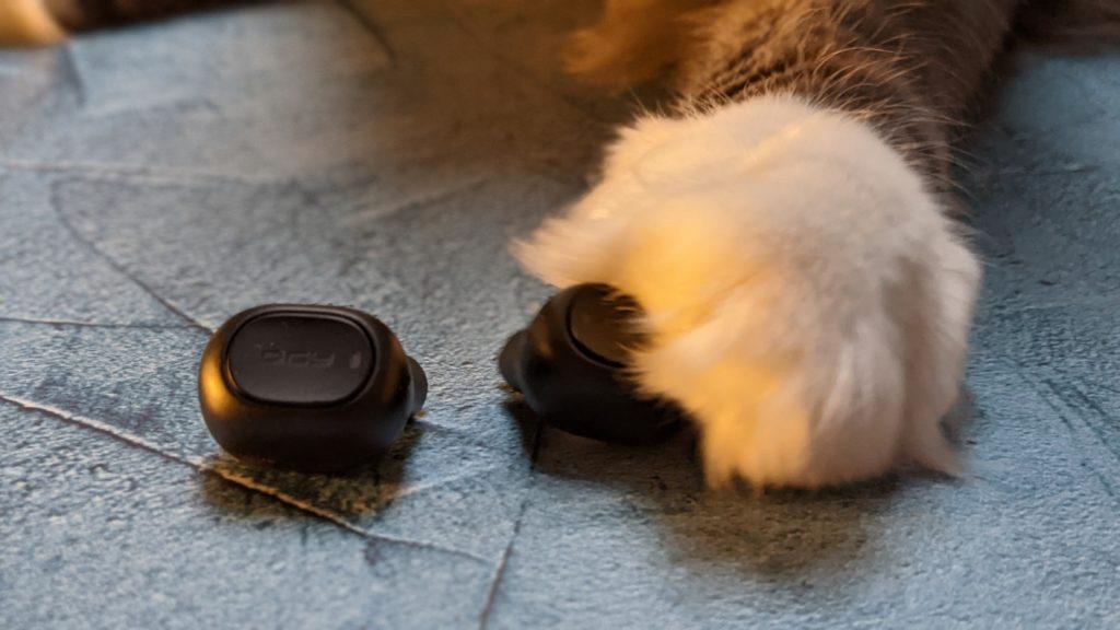 kocia łapka na słuchawce