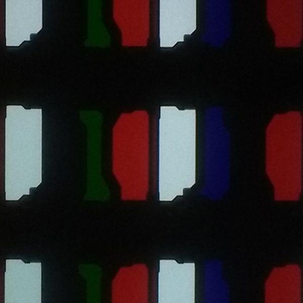matryca philipsa 65oled934, widać diody o czterech kolorach - białym, zielonym, niebieskim i czerwonym
