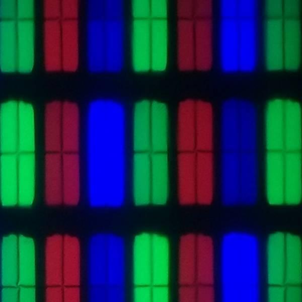 matryca telewizora tcl-50p610, czerwone, zielone i niebieskie subpiksele, każdy podzielony na cztery mniejsze części