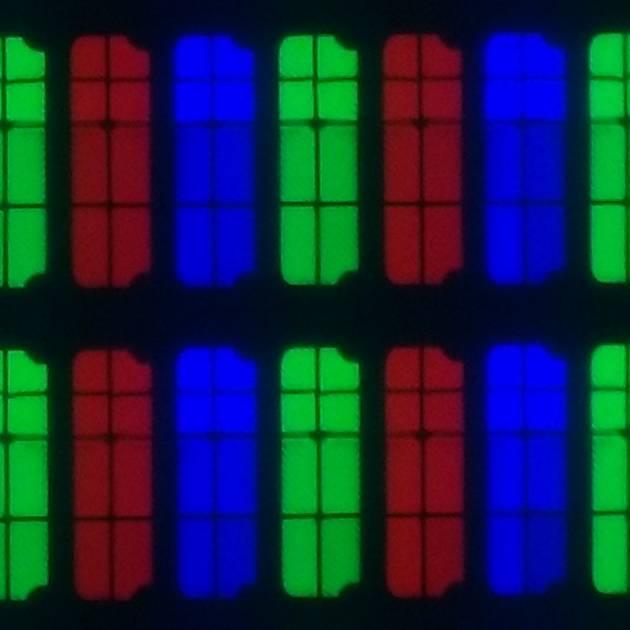 czerwone, zielone i niebieskie piksele, każdy podzielony n 8 części