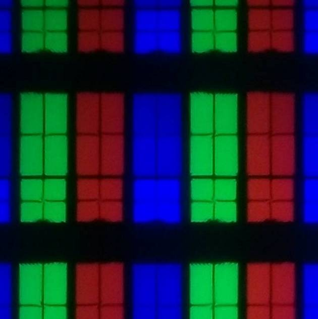 układ matrycy samsunga 55tu7102, piksele także są podzielone na osiem części, ale w nieco innych proporcjach