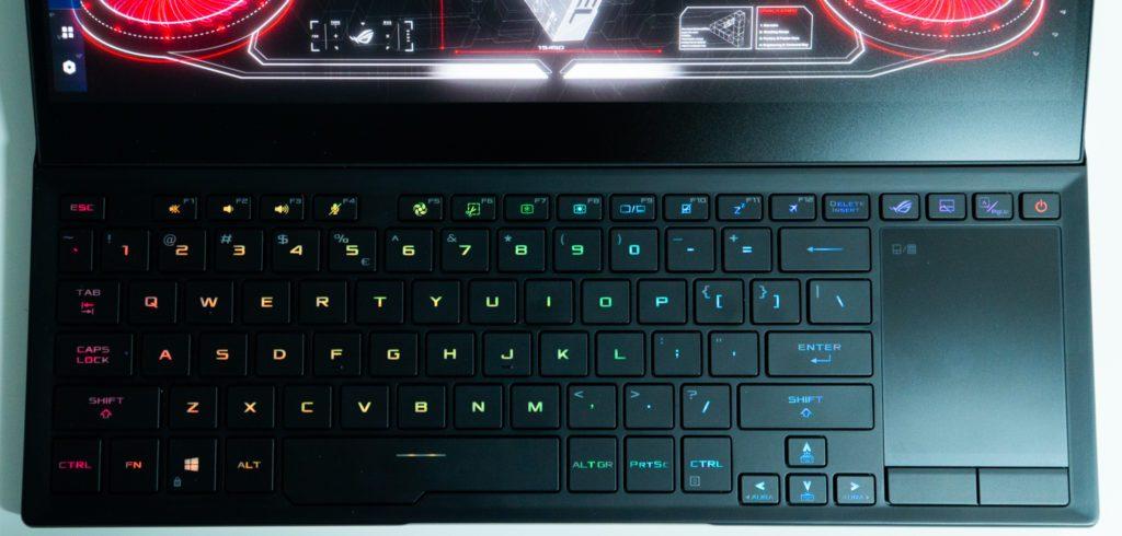 Asus-Zephyrus-Duo-klawiatura-i-touchpad