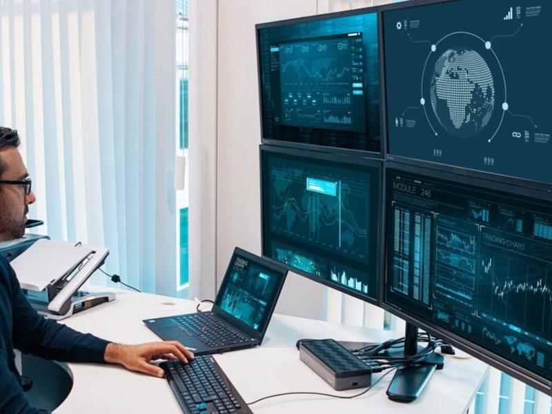 Uniwersalna stacja dokująca, czyli weź laptopa, zostaw monitor i peryferia