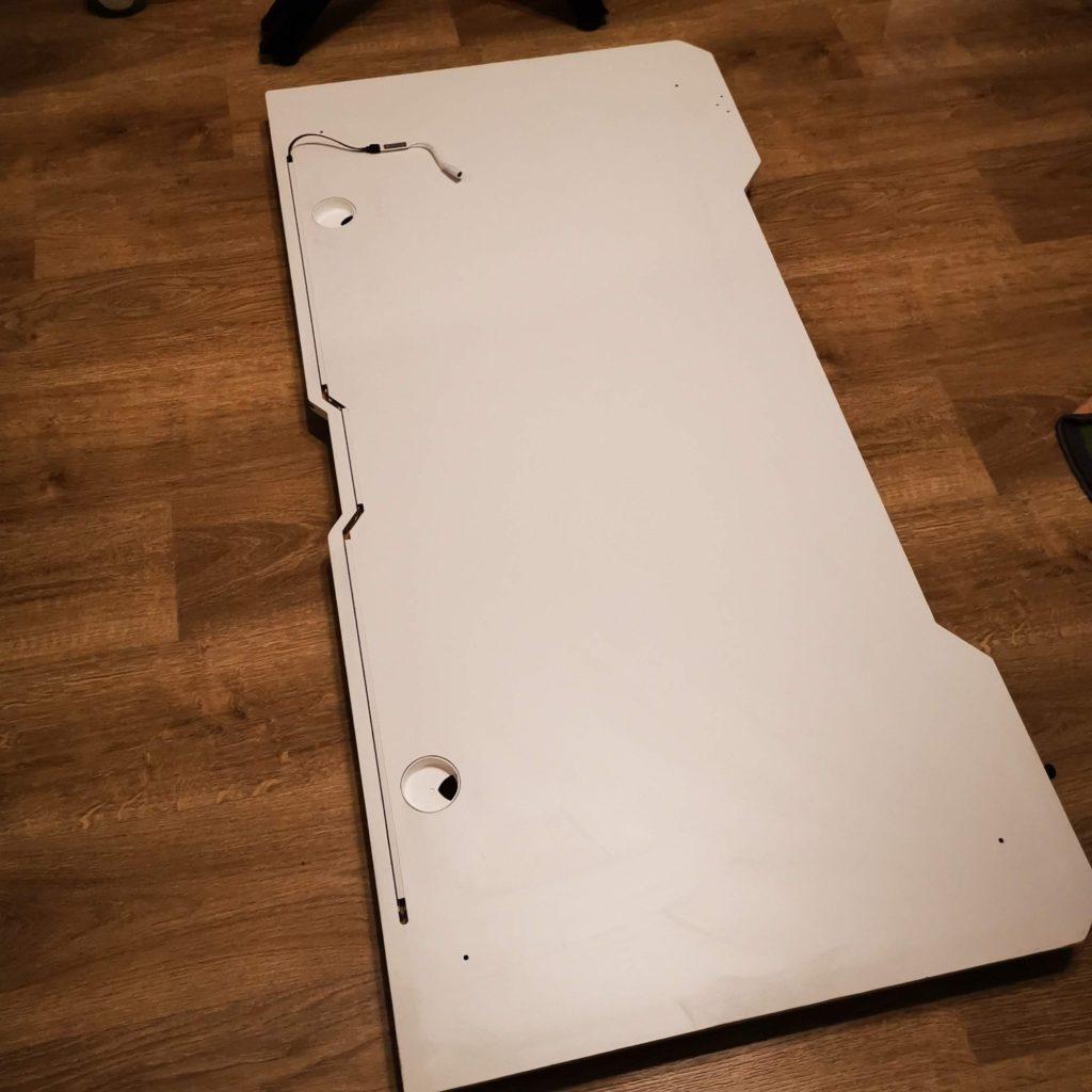 biurko dla gracza silver monkey gd-160 blat widziany od spodu
