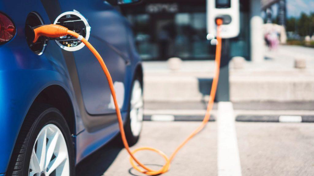 Co oznaczają naklejki na elektrykach?