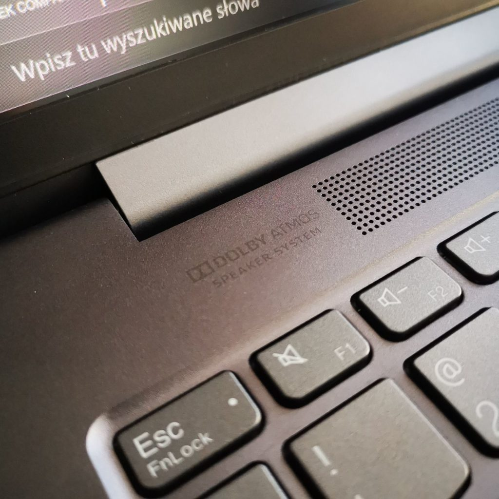 Lenovo Yoga Slim 7 dolby atmos